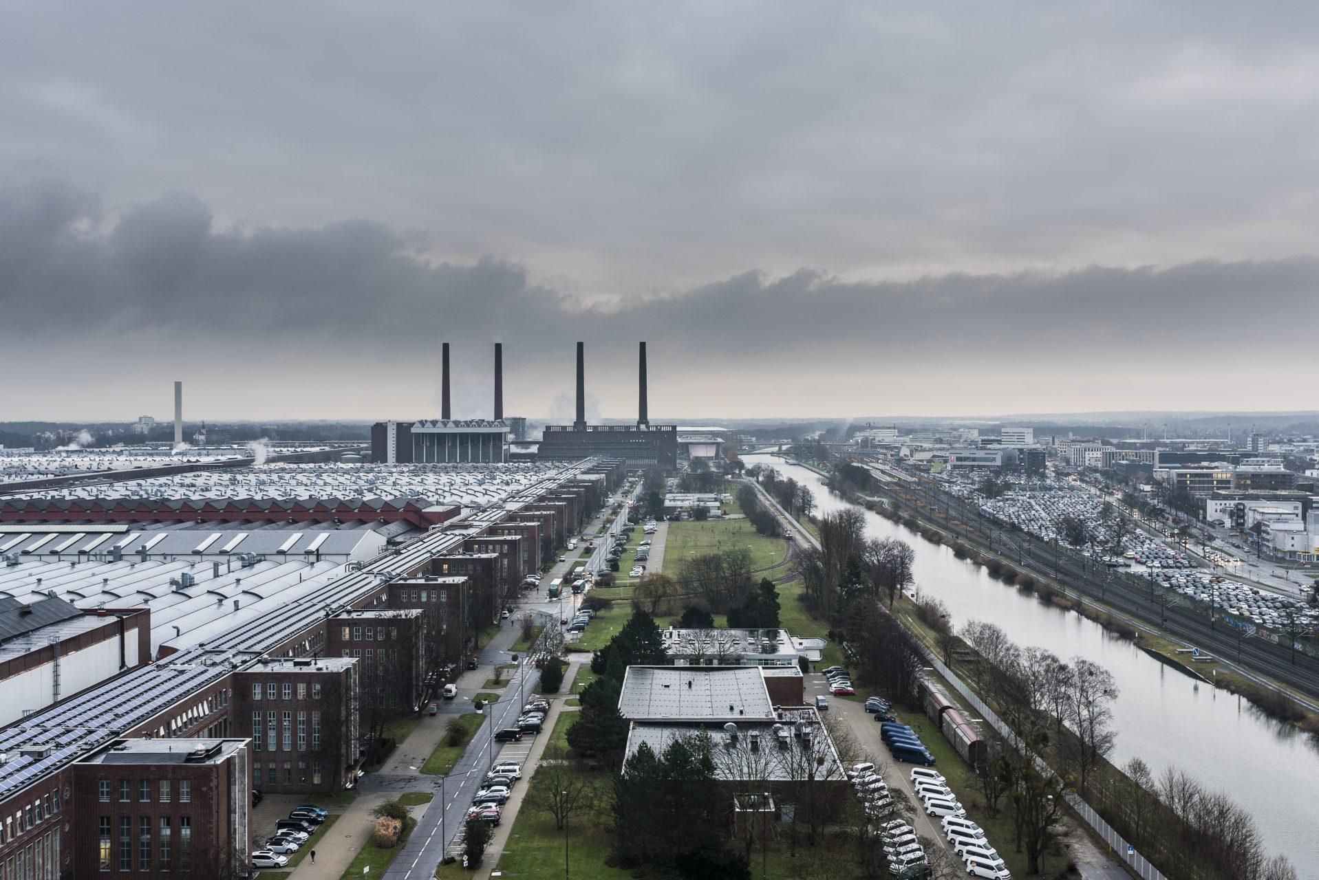 VW Markenhochhaus Wolfsburg. Werksgelände © Moritz Küstner / Agentur Focus